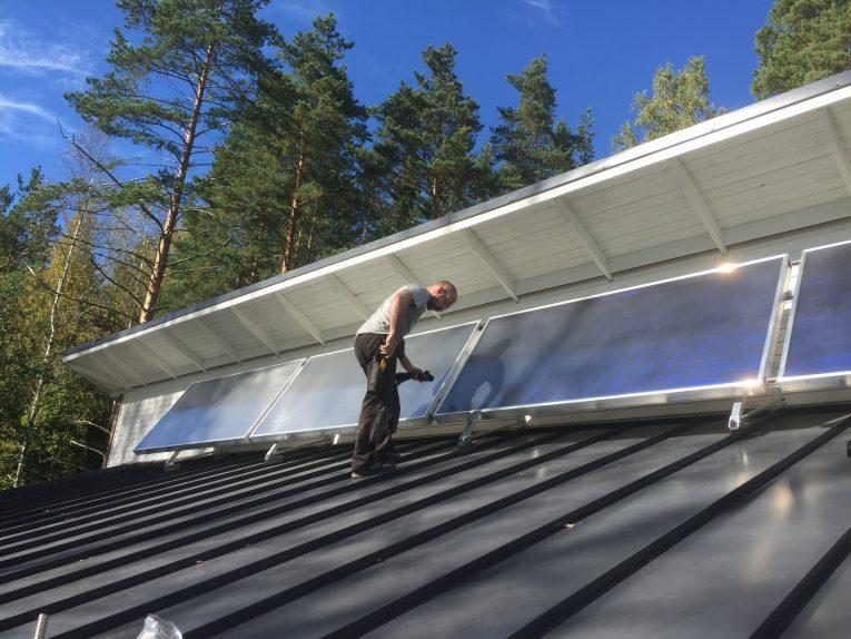 Aurinkokeräimet asentaja