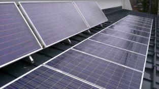 Aurinkoenergian varastointi akkuihin